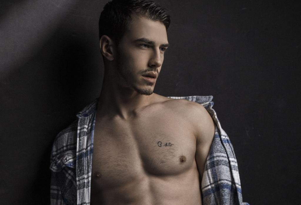 Spotlight on Dominic Albano Naked